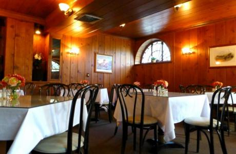 Have your meals in our Hunt Dining Room, which can seat up to 54