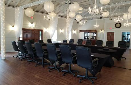 The elegant Carriage House is perfect for larger meeting space and dining