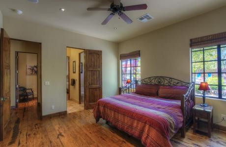 Jack and Jill Guest Room with King Size Bed