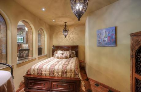 "Everyones Favorite ""The Wine Room"" with Queen Size Bed"