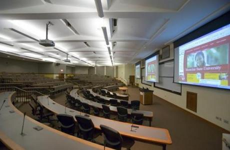 100 and 200 seat Lectures Hall are ideal for Breakouts