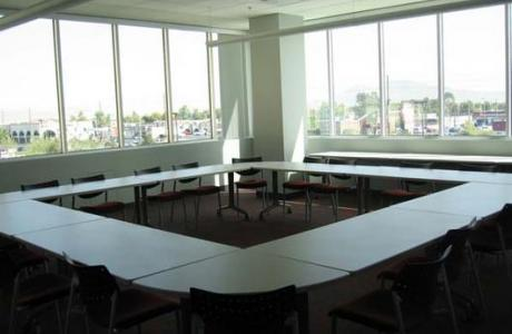 Meeting rooms provide maximum flexibility for your meeting to function.