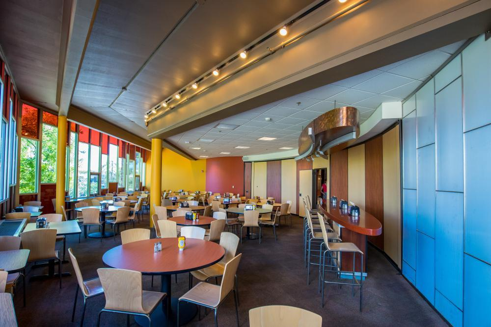 Located off our main dining center, our 2 alcoves fit between 50-100 people.