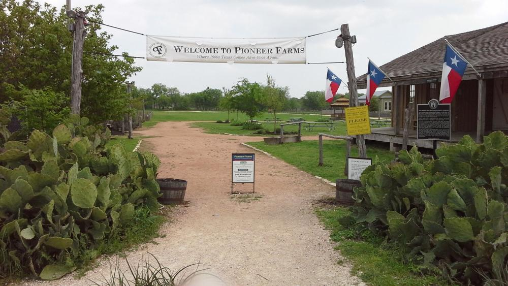 Entrance to Pioneer Farms