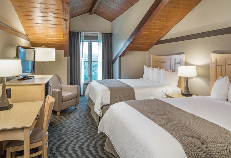 Choose from 140 guest rooms and suites at Lied Lodge
