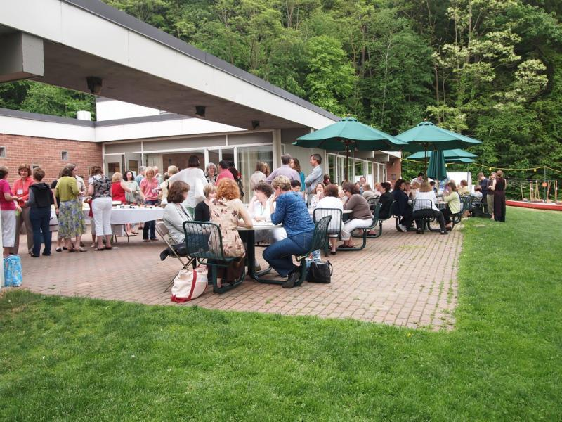 Outdoor dining at Prospect Hall