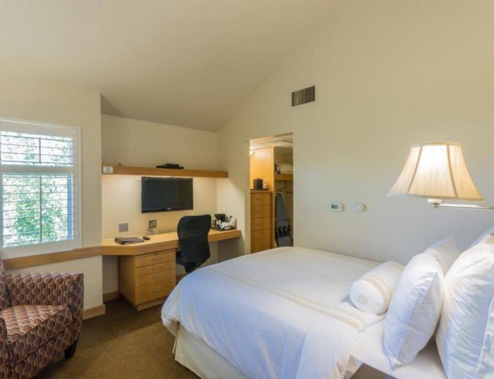 Rest in our comfortable boutique-style lodging rooms.
