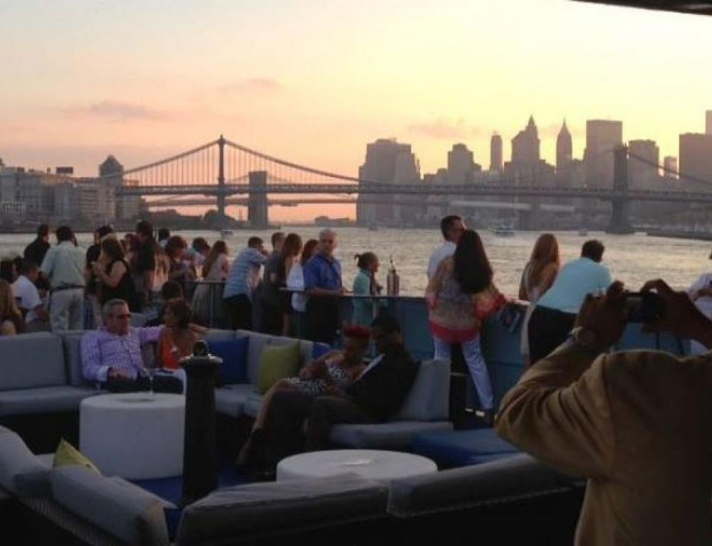 NYC Yacht Rental Cruise the Hudson River on Board a Private Yacht Charter