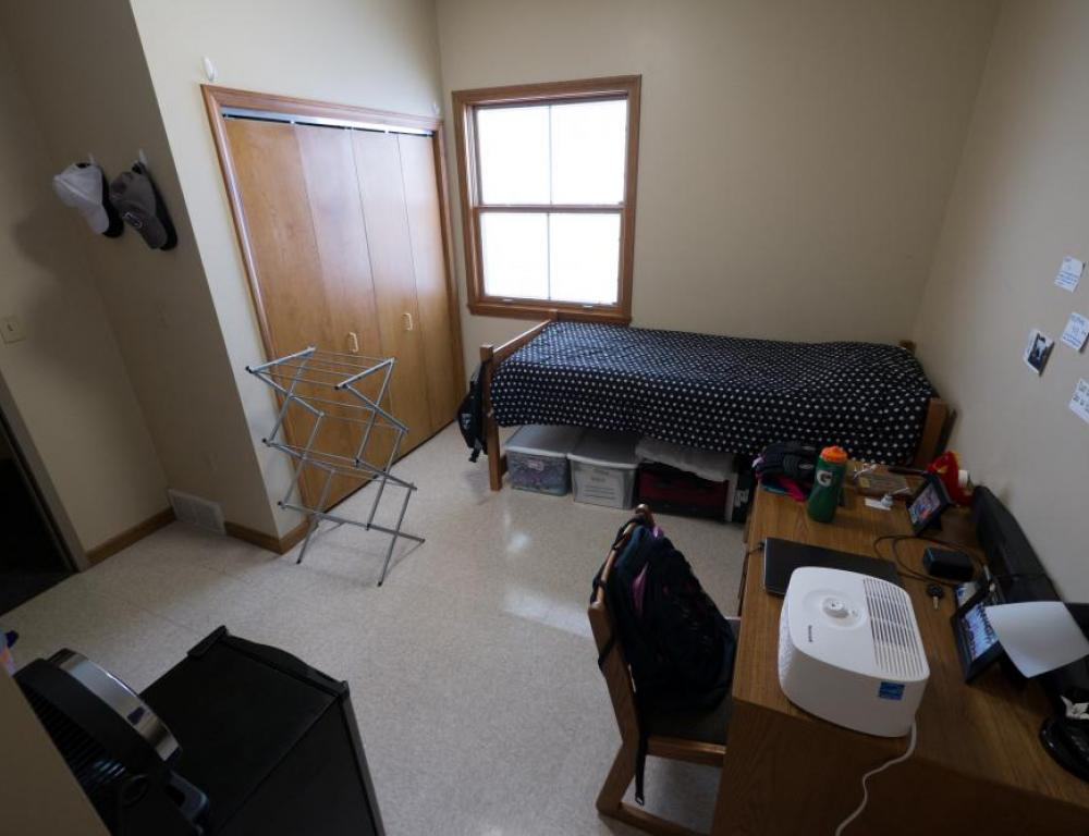 Niagara University Bedroom in Apartment unit