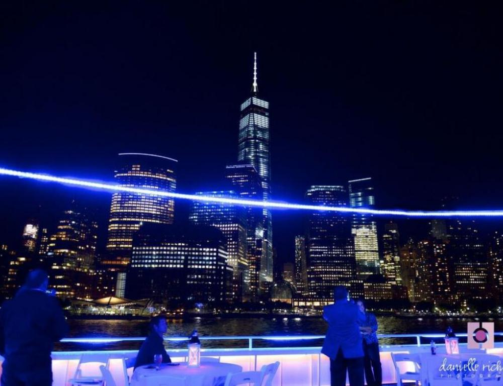 Rooftop sightseeing aboard a Hudson Harbor yacht