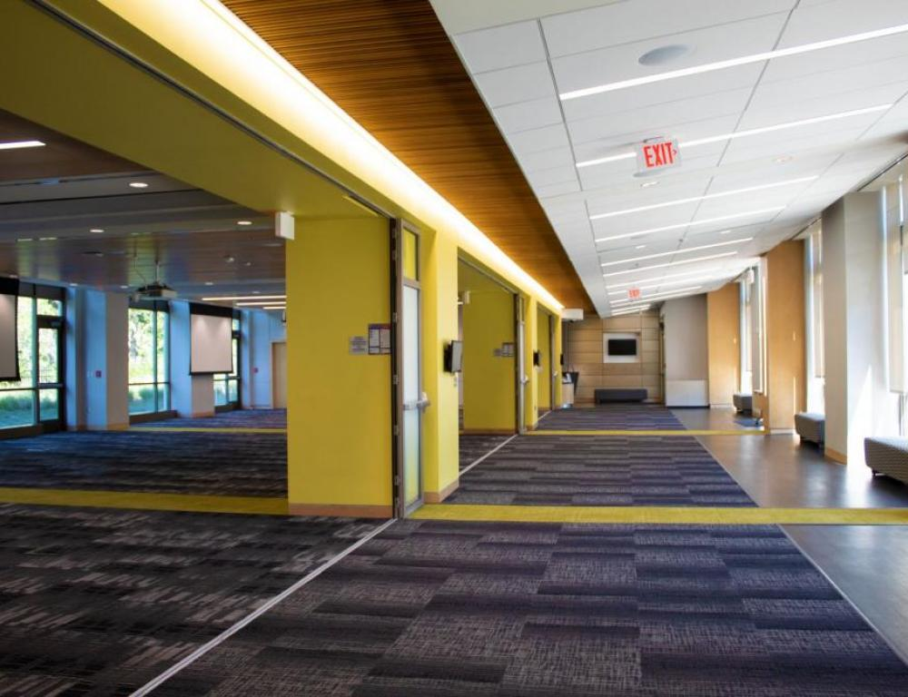 Constitution Hall offers flexible room arrangements for large groups, breakouts, and social functions.