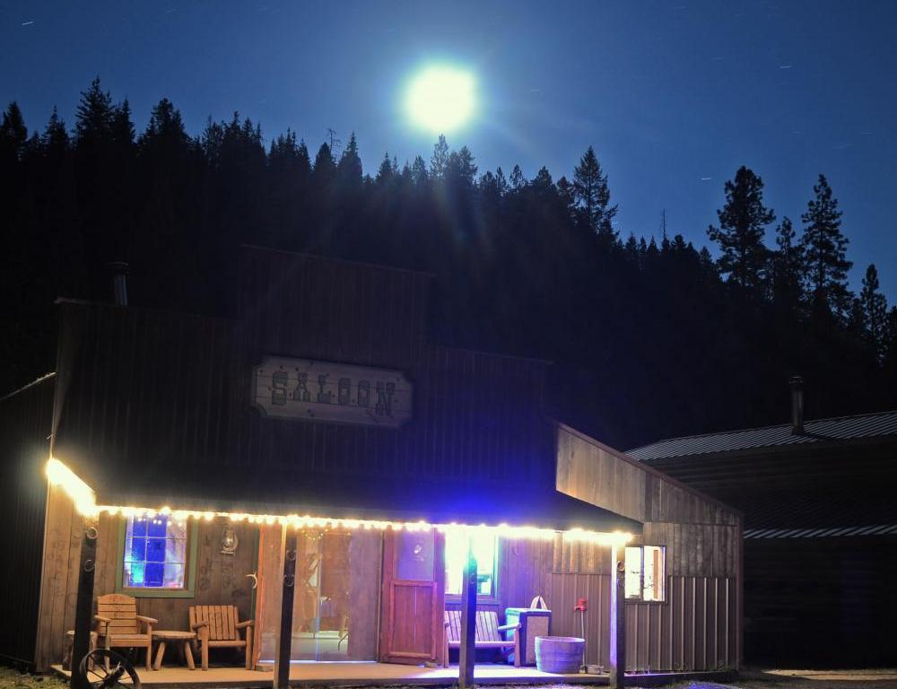 Old West Saloon - Red Horse Mountain Ranch