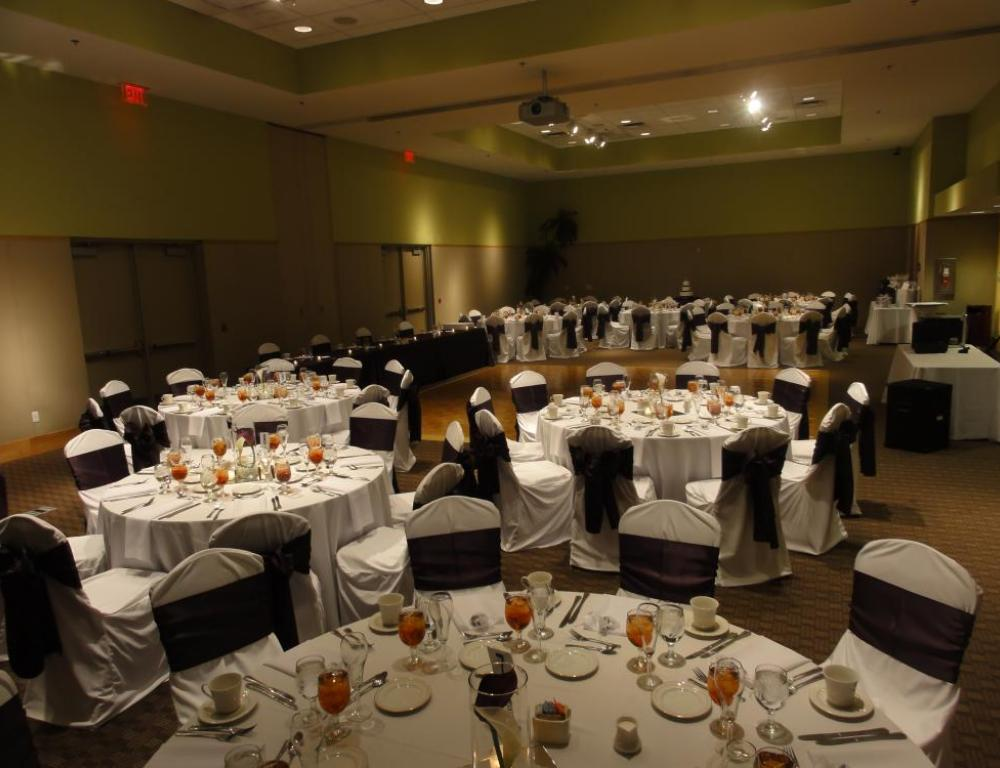 Smaller Diamond Ballroom with Round Table Seating