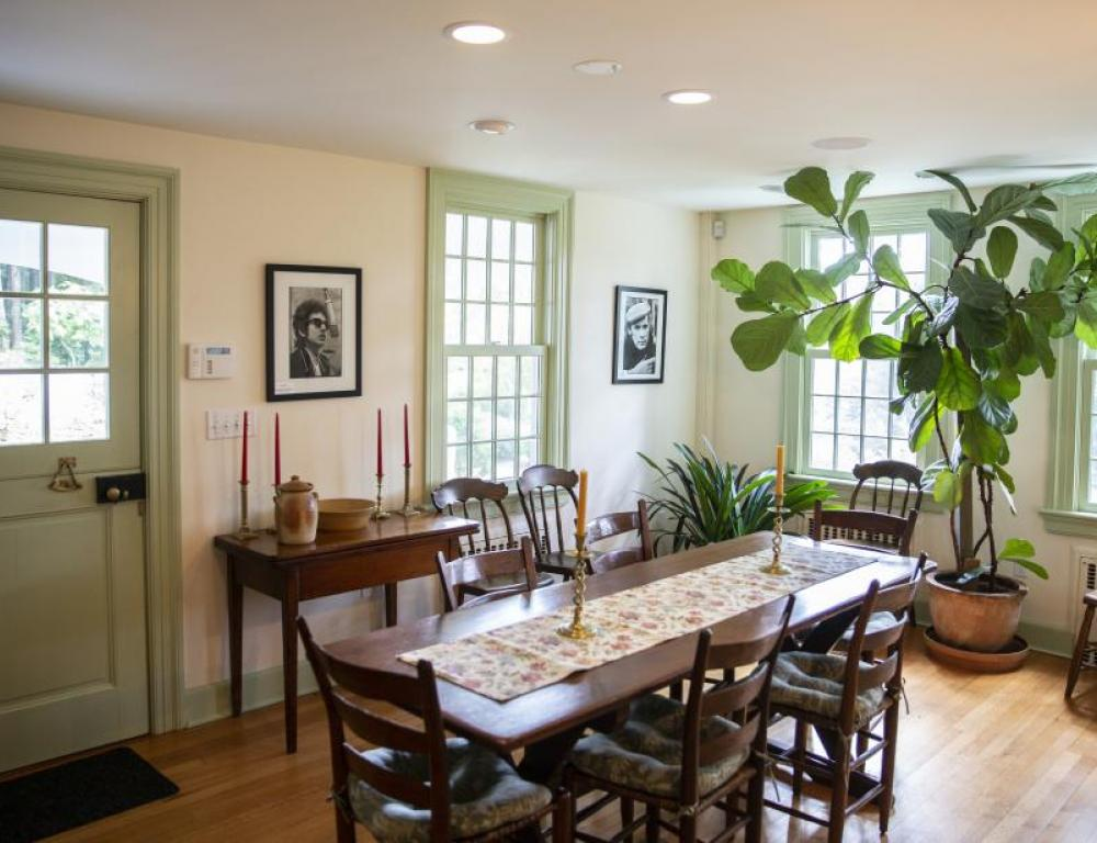 Photo gallery in the dining room