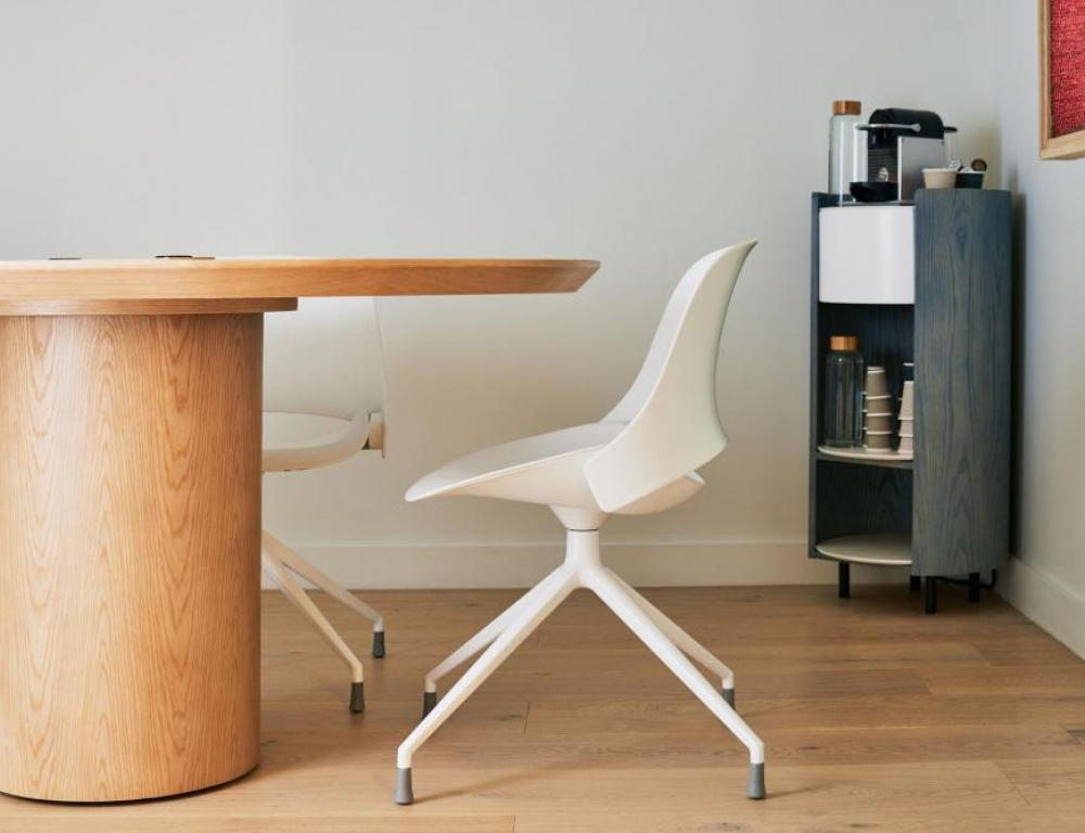Meet In Place Chair