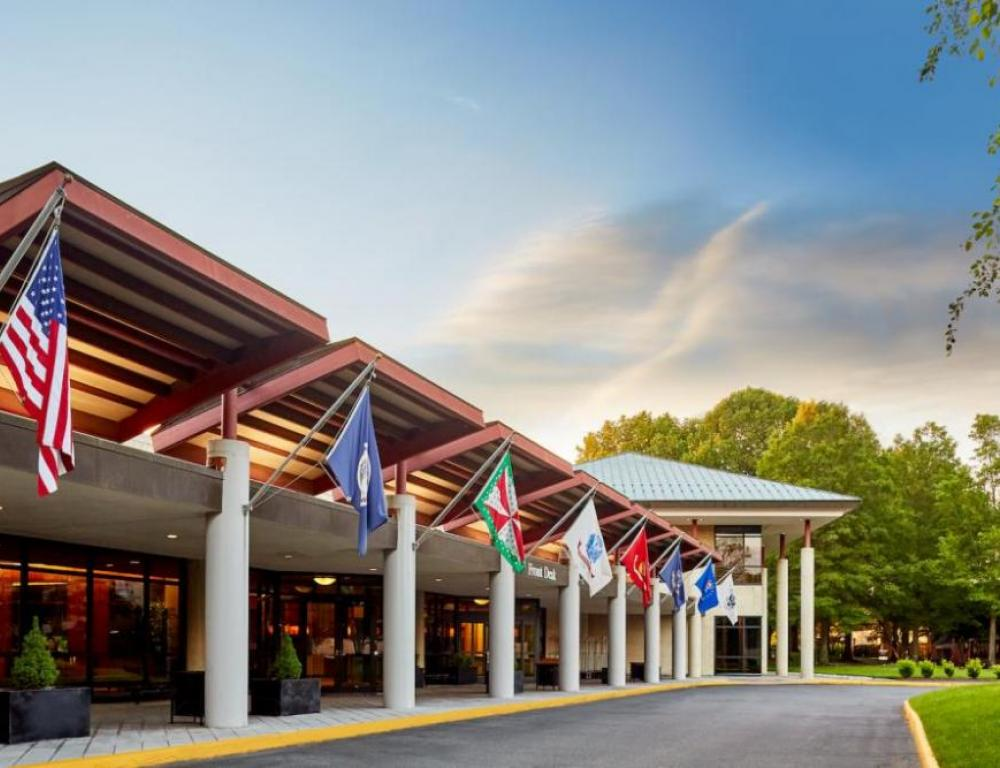 Distraction-free campus with 65 wooded acres, 265,000 square feet of flexible function space, 250 meeting rooms, and Northern Virginia's largest grand ballroom (up to 1,800).