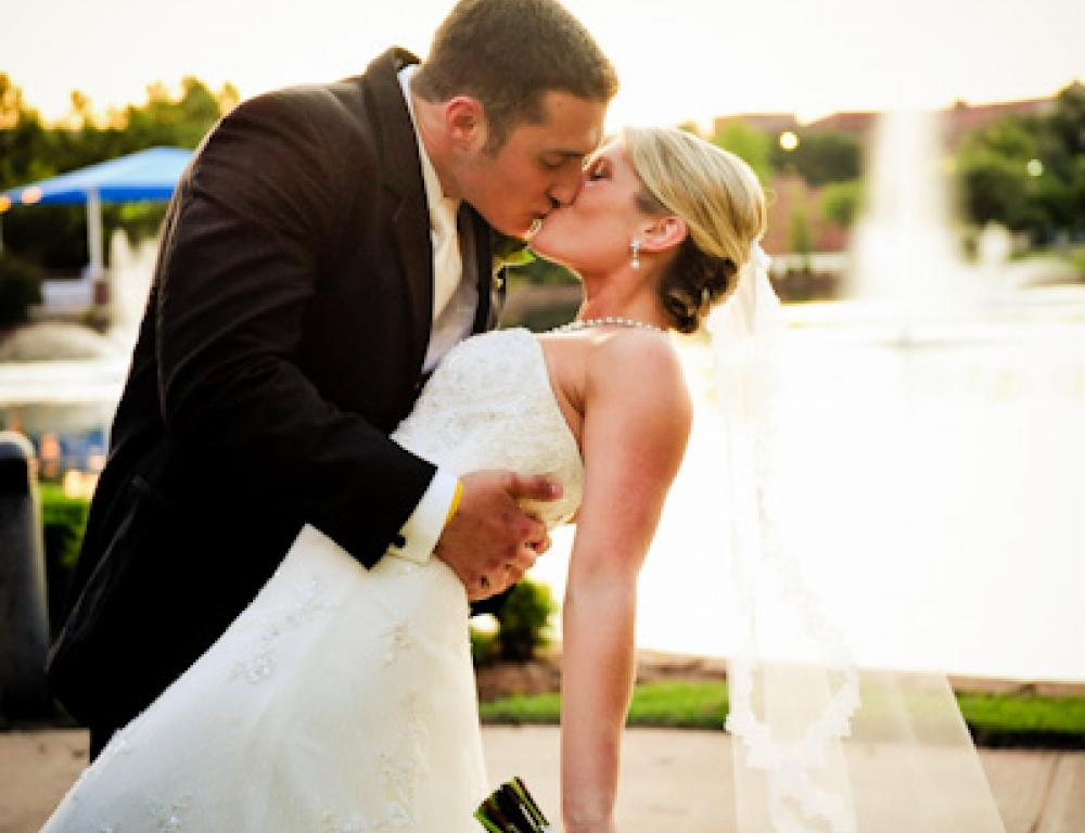 Fairytale weddings with luxurious backdrops on Broncho Lake at UCO