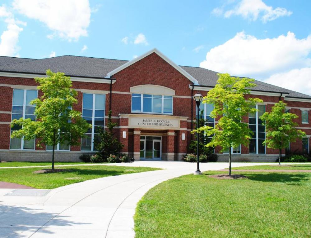 Hoover Business Center. Elizabethtown College provides various meeting rooms ranging from private conference rooms to lecture halls. Classrooms are also available for individual conference sessions.