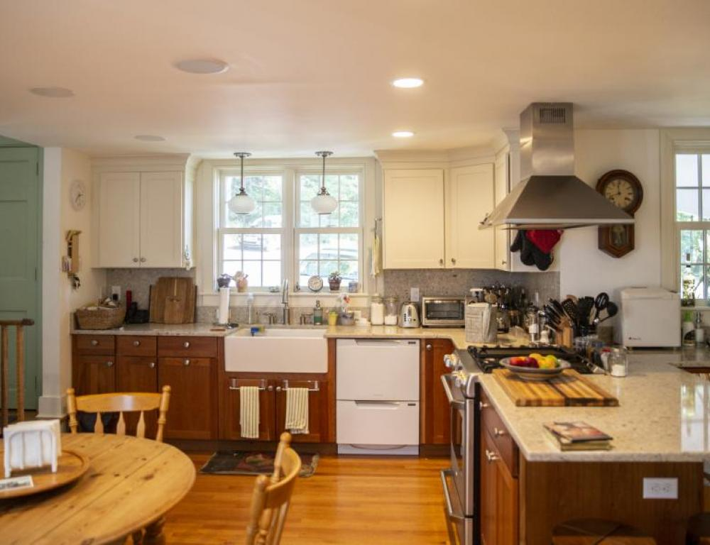 Kitchen with two sinks, a double oven and a double dishwasher