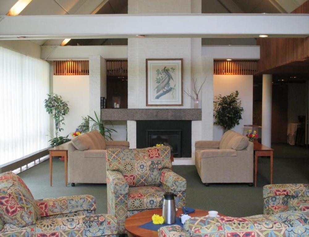 Comfortable living room area of Willits-Hallowell overlooking the patio