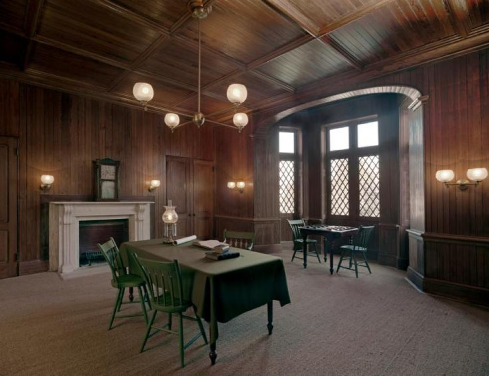 Lincoln's Library is available for guests to explore during cocktail hour.