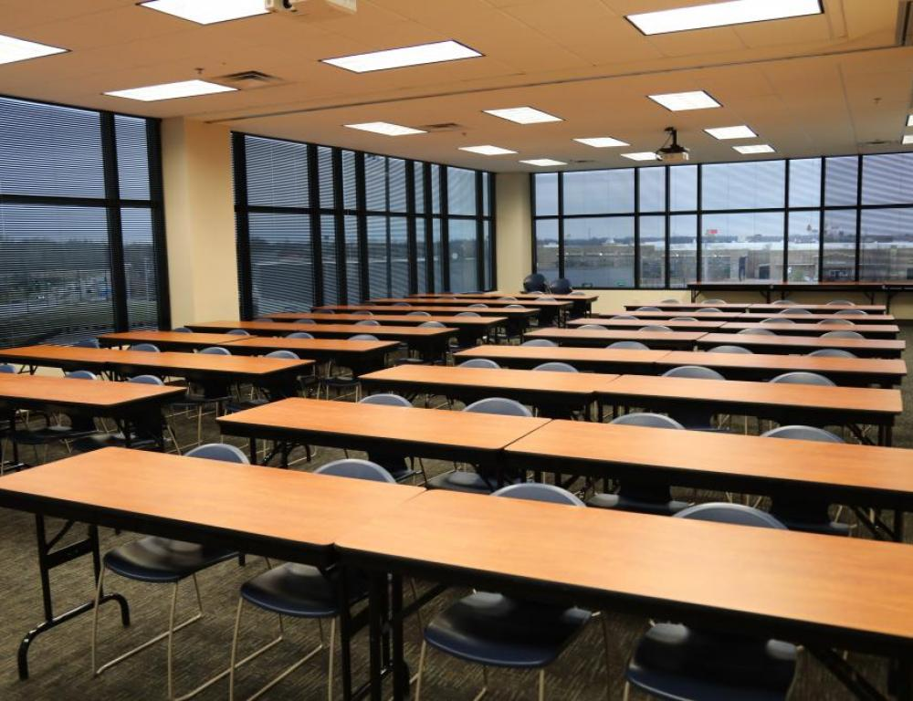 IWU Lexington - Large Classroom in classroom style seating