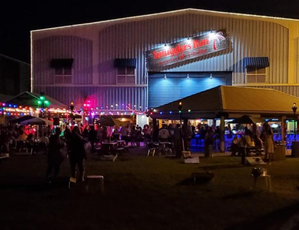 Nightlife at Smugglers with live music and dancing!