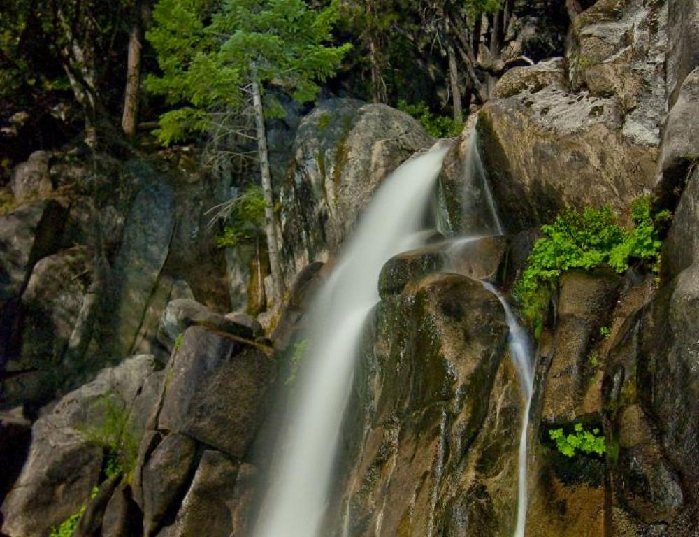 Second highest vertical drop waterfall in Yosemite National Park. Historic Wawon