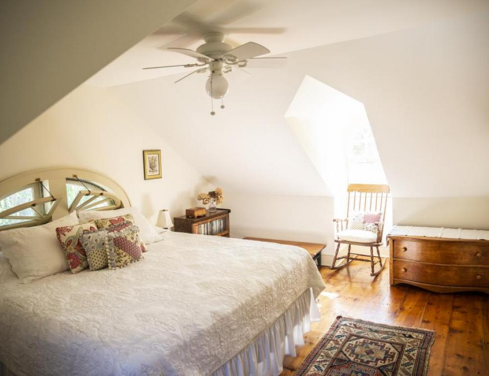 Third floor king bed with ceiling fan