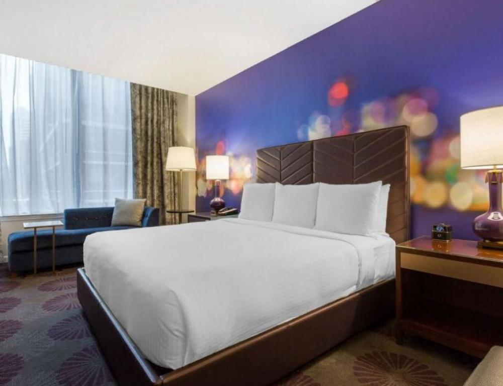 Cambria Chicago Magnificent Mile Guestroom
