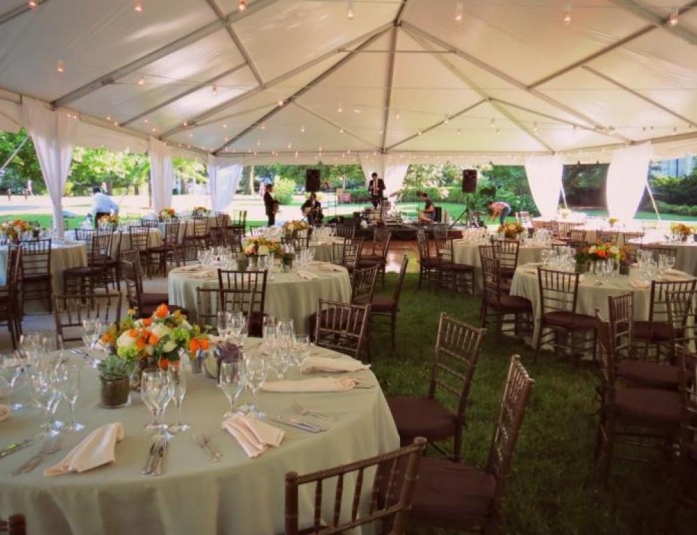Tented dinners and cocktail receptions allow your guests to enjoy the outdoor spaces surrounding the Cottage!