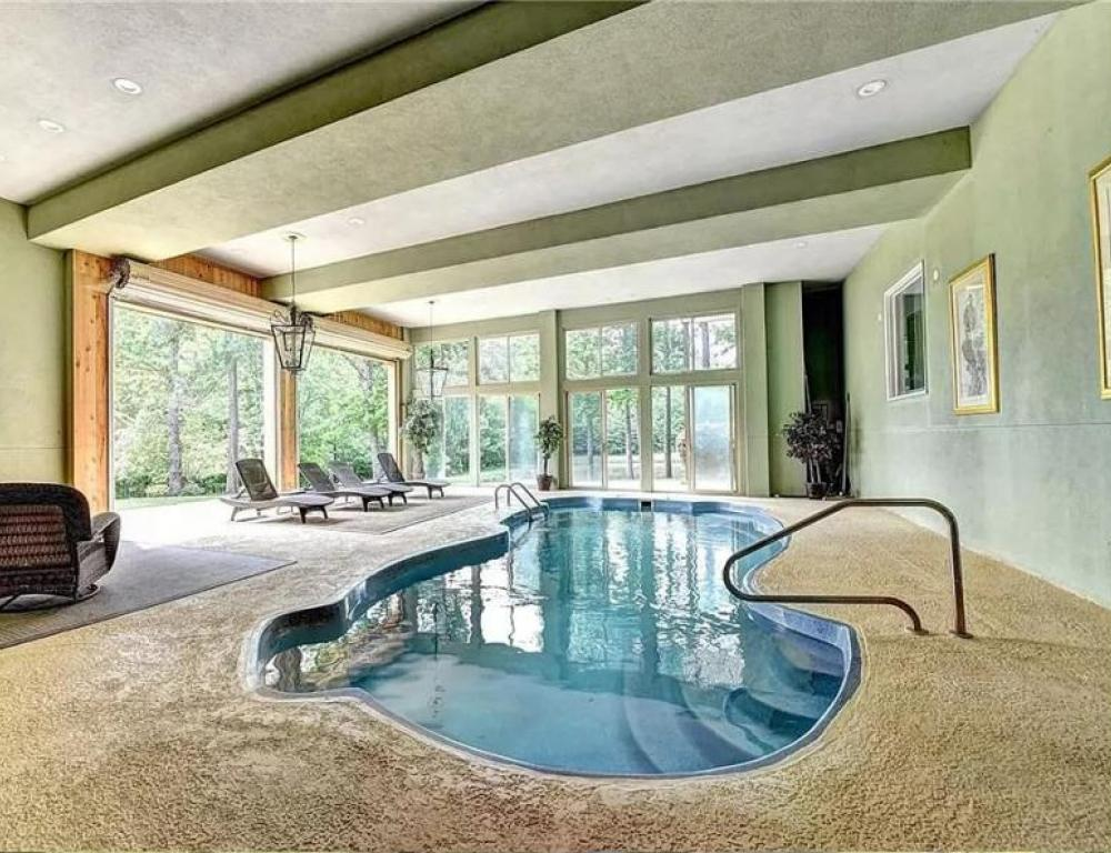 House with heated swimming pool