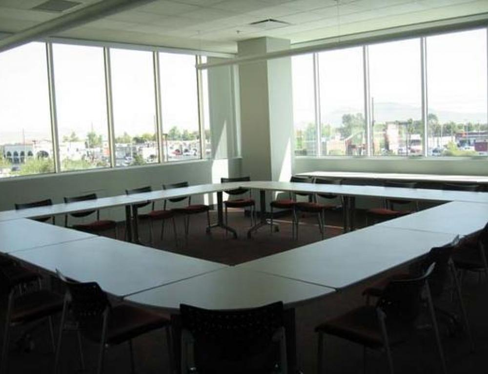 Student Union meeting rooms provide maximum flexibility for how you want your meeting to function.
