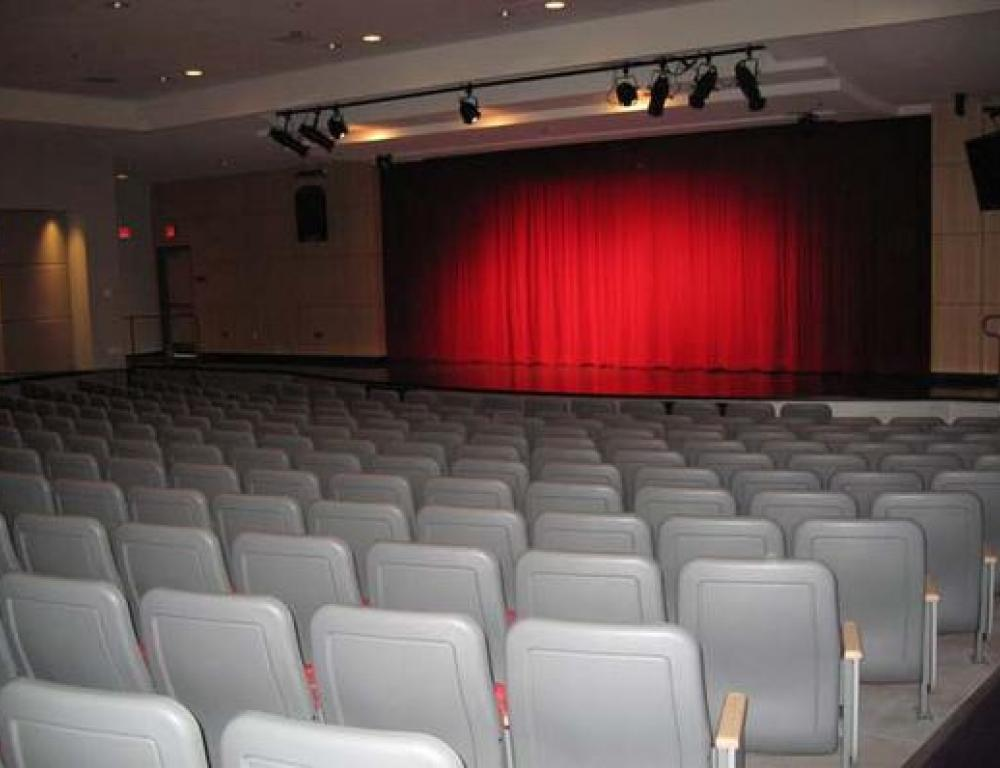 The Student Union theater offers an exceptional space for concerts, plays, ceremonies or presentations.