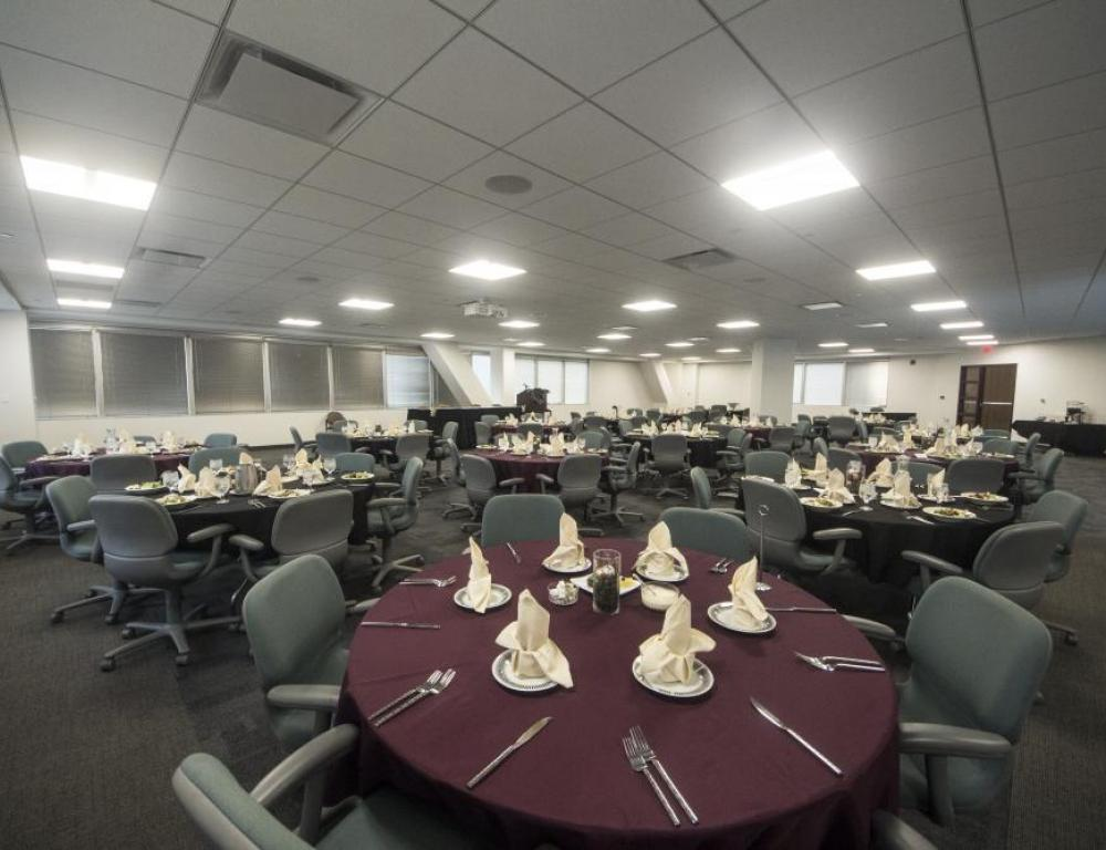 The Erie Room comfortably seats over 150 guests.