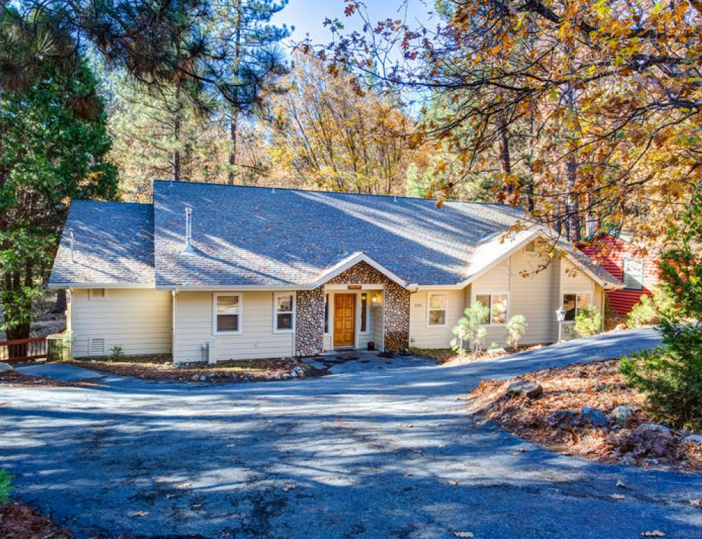 Every vacation home inside Yosemite National Park is unique and fully equipped